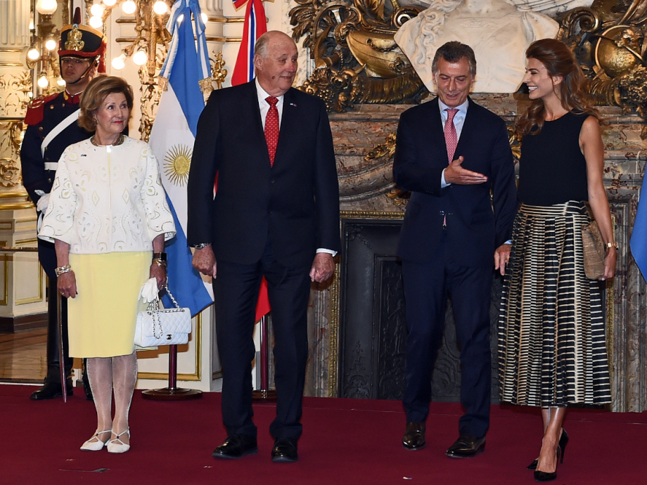 King Harald and Queen Sonja with President Mauricio Macri and First Lady Juliana Awada at Casa Rosada. Photo: Sven Gj. Gjeruldsen, The Royal Court