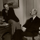 King Haakon and Crown Prince Olav in front og the radio in their home outside of London, 1942 (Photo: Scanpix)