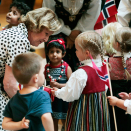 Norwegian children living in Perth met the King and Queen at their hotel. Photo: Lise Åserud, NTB scanpix