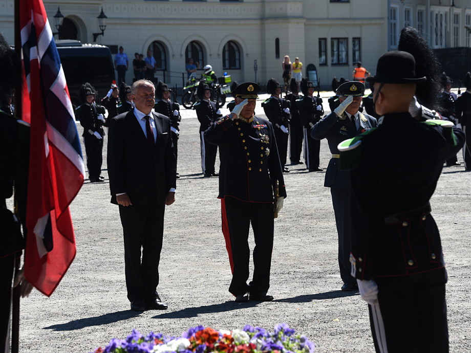 Wreath-laying ceremony at Akershus Fortress. Photo: Sven Gj. Gjeruldsen, The Royal Court.
