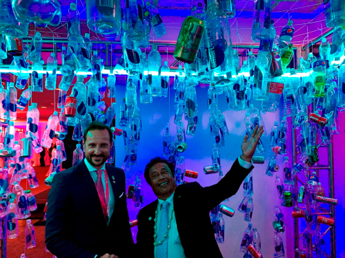 Crown Prince Haakon and Palau's President Tommy Remengesau in the reception's entryway - decorated with bottles and cans collected from Manhattan's East River. Palau and Norway co-hosted the reception with Portugal, Chile and Kenya. Photo: Norway's Mission to the United Nations.