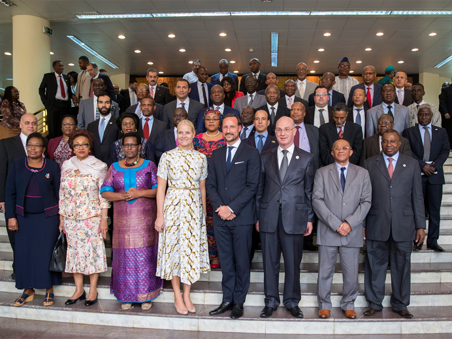 Crown Prince Haakon underlined the key role of the African Union in his address. Here with representatives of the Union in their headquarters in Addis Ababa. Photo: Vidar Ruud / NTB scanpix