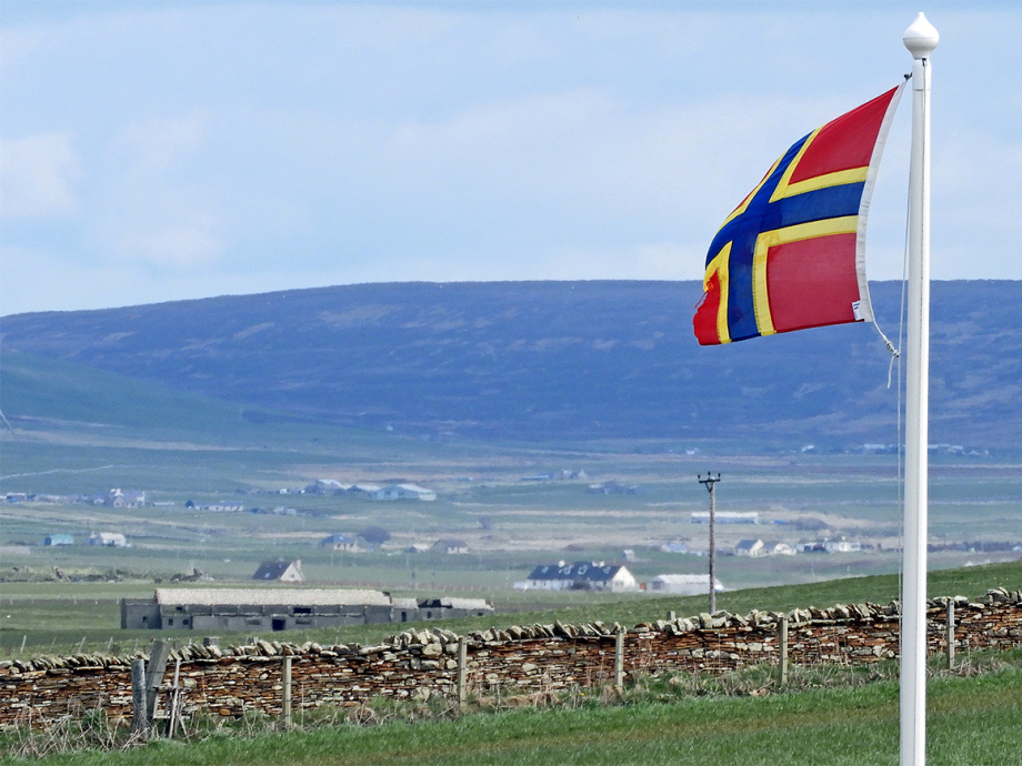 The Flag of Orkney symbolises the islands' Norwegian and Scottish heritage. Photo: Sven Gj. Gjeruldsen, The Royal Court