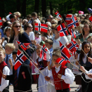 The Children's Parade in Oslo passes in front of the Royal Palace. Photo: Terje  Pedersen, NTB scanpix