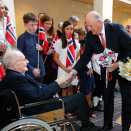 The King and Queen meet the war veteran Olav Ottesen on their arrival in Canberra. Photo: Lise Åserud / NTB scanpix
