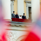 The Royal Family greets the Oslo children's parade from the Palace Balcony. Photo: Vegard Wivestad Grøtt / NTB scanpix