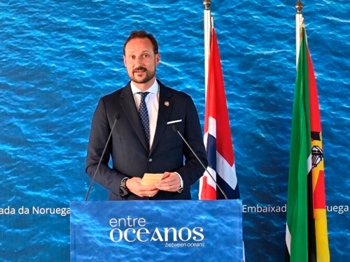 The Crown Prince delivers the concluding speech at the reception in Maputo. Photo: Sven Gj. Gjeruldsen, The Royal Court