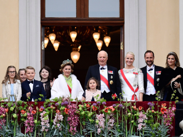 The Royal Family listened to a birthday speech and the birthday song from the Palace Balcony. Photo: Jon Olav Nesvold / NTB scanpix
