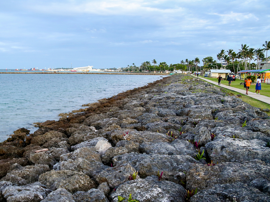 For many Pacific islands, climate change is a question of to be or not to be. Rocks are positioned to keep water out of a low-lying part of central Nuku'alofa, Tonga's capital. Photo: Karen Setten / NTB scanpix