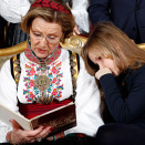 Queen Sonja reading fairy tales (Photo: Lise Åserud, Scanpix)