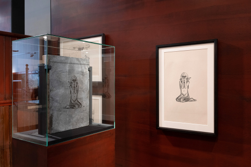 The exhibition provides the possibility to see both the lithographic stone and the finished print. Here