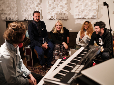 The Crown Prince and Crown Princess visit a song-writing workshop at the by:Larm music festival. Photo: Olav Stubberud, by:Larm.