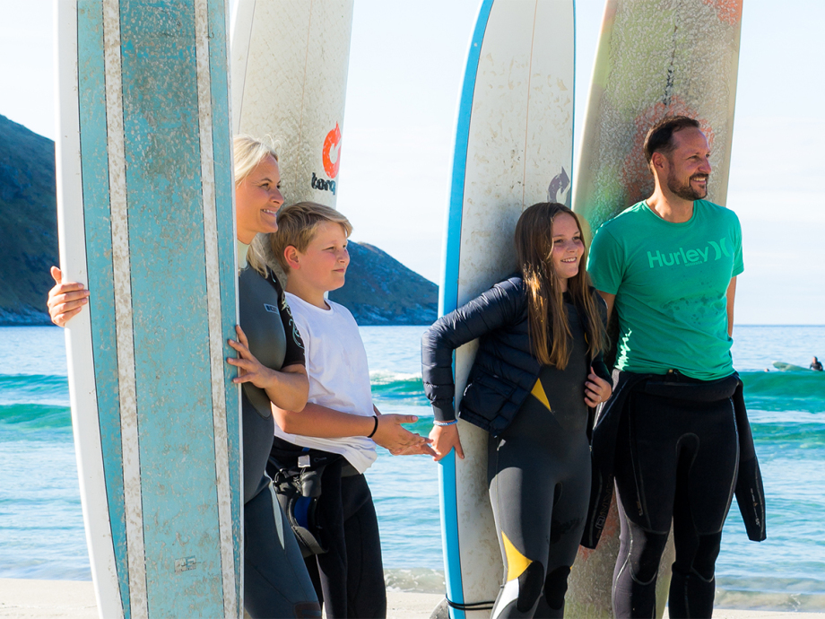 The Crown Prince and Crown Princess and their family surfing at Hoddevik in Stad. Photo: Fjordlapse photography.