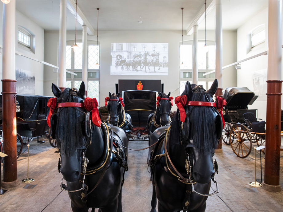 One of the main elements of the exhibition is a fully kitted-out landau drawn by four horses as it would have been when taking King Haakon to the Storting. Such an equipage could be over 12 metres long. In comparison, a modern bus is between 12 to 15 metres long. Photo: Håkon Mosvold Larsen / NTB scanpix