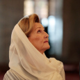 The Queen inside the Blue Mosque. (Photo: Lise Åserud, NTB scanpix)