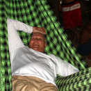 King Harald got to sleep in a hammock for the first time  (Photo: Rainforest Foundation Norway / ISA Brazil)