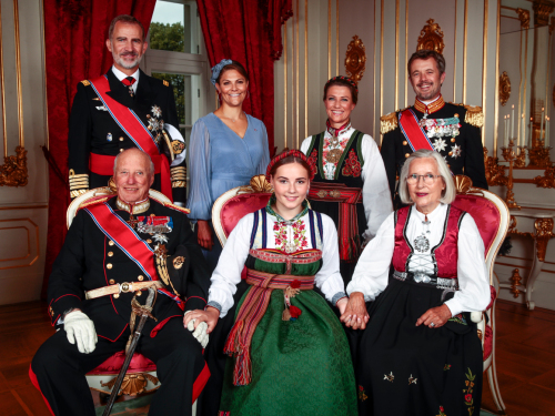 The Princess with her godparents: HM King Harald, HM King Felipe of Spain, HRH Crown Prince Frederik of Denmark, HRH Crown Princess Victoria of Sweden, HH Princess Märtha Louise and Ms Marit Tjessem. Photo: Lise Åserud, NTB scanpix