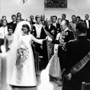 King Olav leading the bride down the aisle (Photo: NTB / Scanpix)