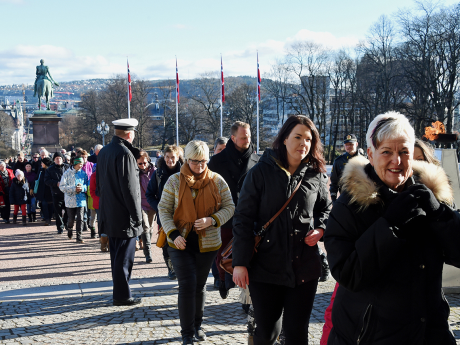 Well-wishers on their way to the Royal Palace to leave a birthday greeting in the official register of congratulations. Photo: Sven Gj. Gjeruldsen, The Royal Court